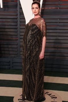 Anne Hathaway showcased some serious maternity fashion at the Oscars...