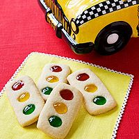 PBJ Stop Light Cookies. Could use MandMs in place of the jelly. Great for a transportation theme unit