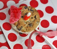 Chocolate Chip Cookie Snowman · Edible Crafts | CraftGossip.com