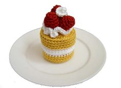 Amigurumi are fun to make, and crochet food items make great gifts! Here are 40 unique crochet patterns - it's the biggest roundup I've done to date! Crochet Cake, Crochet Food, Cute Crochet, Strawberry Sponge Cake, Raspberry Cake, Crochet Strawberry, Food Patterns, Cupcakes, Play Food