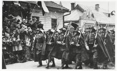 Soldiers of the Polish Podhale Rifles Regiment in full gala dress-suit, Sanok, 1936 Polish Mountains, Poland History, Army & Navy, Panzer, Military History, Troops, Soldiers, Armed Forces, World War Two