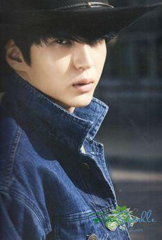 VIXX - Leo x First Global Photobook: Hello Stranger! cr.beansparkle - Oh my god he looks so good o.o