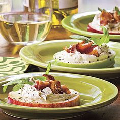 Bacon-Arugula-Apple Bites Recipe  1 large apple, cut into 20 slices  1 tbsp lemon juice  1/2 cup garlic & her spreadable cheese  4 slices bacon, crisply cooked & crumbled  1 cup baby arugula  1/8 tsp cracked black pepper