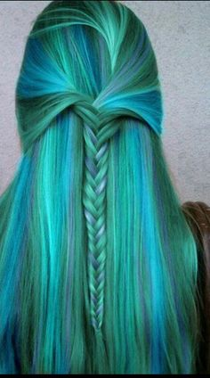 Soo pretty! I would never be brave enough to rock this but it's gorgeous.