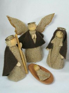 New patchwork natal anjos Ideas Nativity Crafts, Christmas Nativity, Christmas Angels, Christmas Art, Christmas Projects, Handmade Christmas, Christmas Ornaments, Burlap Crafts, Diy And Crafts