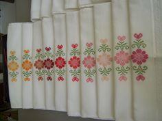 Toalhas de lavado bordadas em ponto cruz - cores quentes (2010)