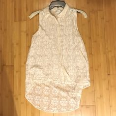 BB DAKOTA Lace Tank! BB Dakota lace tank top! Buttons up the front and slightly longer in the back. Ivory color and sheer. Size small and fits true to size. No stains or tears! BB Dakota Tops Tank Tops