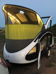 new mexico-based startup earth traveler has revealed its latest teardrop trailer made using an ultralight composite made from chicken feathers. Motorcycle Campers, Motorcycle Trailer, Teardrop Caravan, Teardrop Trailer, Teardrop Campers, Rv Campers, Camper Trailers, Travel Trailers, Trailer Tent
