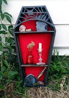 Wonderful Halloween Design Ideas Themed Tomb And Skull Inspire 42 Gothic Furniture, Shabby Chic Furniture, Diy Furniture, Halloween Design, Halloween Crafts, Halloween Decorations, Goth Home Decor, Diy Home Decor, Horror Decor