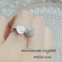 【ミニマムクリスタル】 キワで最近販売された、クリスタルボールと華奢なリングベース。 チャトンと合わせるならPP3がいい❗️目が見えるうちに作ります  #グルーデコ  #グルーデコ®  #リング  #クリスタル Wire Crochet, Handmade Accessories, Diamond Earrings, Engagement Rings, Beads, Crystals, Instagram Posts, Clay Ideas, Jewelry Ideas
