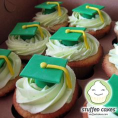 green graduation cakes and cupcakes | Goodbye High School, Hello College Cupcakes