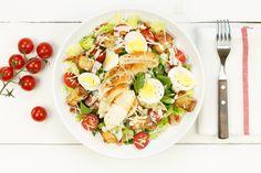 Caesarsalade met kip en croutons Weight Gain, Allrecipes, Cobb Salad, Ham, Menu, Health, Food, Lunches, Yum Yum