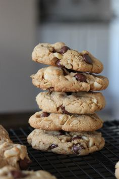 brown butter salted macadamia chip cookies from Bran Appetit