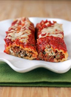 Beef and Sausage Manicotti with bell pepper, Ricotta cheese and a homemade tomato sauce is just 385 calories or 9 Weight Watchers SmartPoints for 2 pieces!