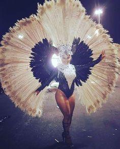 "154 Likes, 5 Comments - Fãclube_AmandaMattos (@faclube_amandamattos) on Instagram: ""Estandarte de Ouro  #AmandaMattos #rainha #sexy #gym #muscle #fit #musadasmusas #estaçãoprimeira…"""