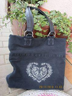 Rifľová kabelka RECY s folklórnou výšivkou / Maryval - SAShE. Mobiles, Chanel, Tote Bag, Bags, Fashion, Handbags, Moda, Fashion Styles, Mobile Phones