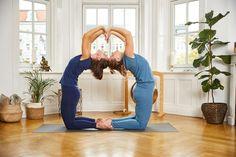 Bei uns findest Du nachhaltige Yoga Outfits für Deine Yoga-Sessions und einen Blog rund ums Thema Yoga #yoga #everydayyoga #yogalove #ecofriendly #slowfashion #ecofriendly #nachhaltig #nachhaltigemode #yogamode #chakrana #chakrana_world #flexibilität #yogafit #yogapose #yogateacher #sportlich Yoga Outfits, Yoga Mode, Pose, Harem Pants, Blog, Fashion, Sustainable Fashion, Sustainability, Kleding