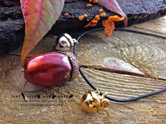 Here's a large copper patina acorn with two gorgeous companions, one bright silver, the other gold.  I'm really happy with bright pink patina I manages to produce on the large acorn. #leafseedpodshell #leafseedpodshelljewelry #birdhouse #leaves #leaf #acorn #acorns #seeds #pods #shells #copper #electroform #electroforming #electroformed #electroplated #electroplating #nature #natural #rustic #plating #jewelry #jewellery #pendant #pendants #handmade #handmadejewelry