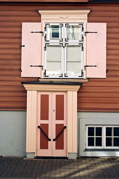 Door from Tartu, Estonia.