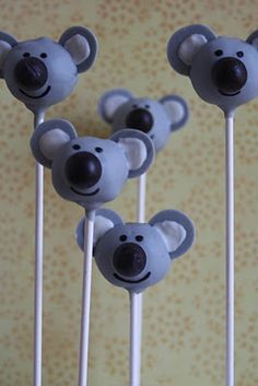 Koala cake pops for Australia Day Kinder Party Snacks, Snacks Für Party, Animal Cake Pops, Animal Cakes, Cake Icing, Cupcake Cakes, Australia Day Celebrations, Australian Party, Cake Pop Designs
