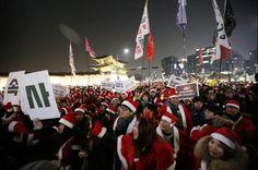 South Korea: Santa Protest Against President Park Geun-hye | BelleNews.com