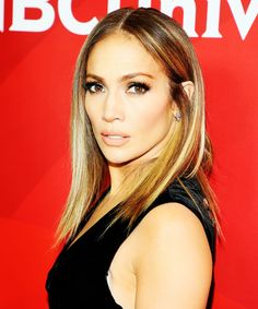 Jennifer Lopez parted with her long locks & we LOVE her new look.