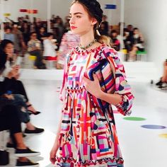 First look at the Chanel Cruise 2015/2016 show in Seoul: colorful geometric prints set the tone #chanelcruiseseoul