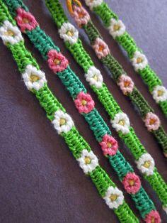 Fine Chain Friendship Bracelet — Crafthubs - New Sites Friendship Bracelets With Beads, Cute Bracelets, Friendship Bracelet Patterns, Handmade Bracelets, Fashion Bracelets, String Bracelets, Macrame Bracelet Patterns, Crochet Bracelet, Micro Macrame Tutorial