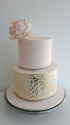 12 Gorgeous Metallic Wedding Cakes - Belle the Magazine . Blush Pink and Gold cake. Metallic Cake, Metallic Wedding Cakes, Cool Wedding Cakes, Beautiful Wedding Cakes, Gorgeous Cakes, Pretty Cakes, Amazing Cakes, Gold Wedding, Metallic Gold
