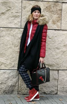 Süßes Outfit in der Trendfarbe Rot  #tommyhilfiger #nike #lovemoschino #trend #style #streetstyle