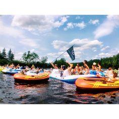 Cette rivière près de Montréal est la place parfaite pour chiller en tube avec ta gang cet été - Narcity Parfait, Place, Road Trip, Places To Visit, Road Trips