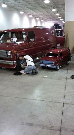 Custom Ford van and its mini-me. Chevy Van, Custom Big Rigs, Cool Vans, Heavy Duty Trucks, Old School Cars, Vintage Vans, Mini Bike, Custom Vans, Ford Bronco