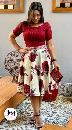 Vestido Midi c/Renda - Lene Soares Modest Church Outfits, Modest Dresses, Elegant Dresses, Casual Dresses, Modesty Fashion, Fashion Dresses, Western Wear Dresses, Classy Work Outfits, Sunday Outfits