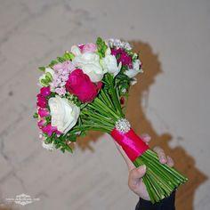 Bukiet ślubny Panny Młodej -kwiaty białe, różowe i fuksja | opolskie Vegetables, Veggies, Vegetable Recipes