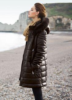 Manteau court en cuir chocolat Elégance de la Boutique Elegance Paris prix 969,00 € TTC