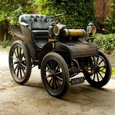 I don't often find machinery pretty but this 1897 Phaeton is so beautiful!
