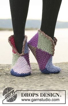 "Court jester / DROPS - free knitting patterns by DROPS design - Court Jester – Knitted DROPS slippers with 2 or 8 colors ""Eskimo"". – Free oppskrift by DROPS De - Loom Knitting, Knitting Socks, Knitting Patterns Free, Free Knitting, Crochet Patterns, Free Pattern, Knitted Slippers, Slipper Socks, Crochet Slippers"