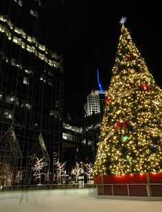 The Christmas Tree and Ice Skating Rink at PPG Place in Pittsburgh ...