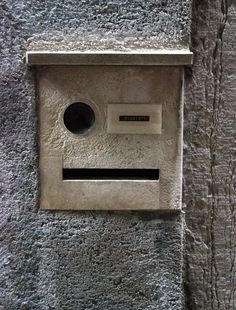 I think he is winking at me. Things With Faces, Hidden Face, Wtf Face, Strange Places, Bizarre, My Secret Garden, Natural Face, Animals Images, Everyday Objects