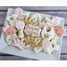 18 Ideas Baby Girl Shower Cookies Dessert Ideas For 2019 Baby Shower Sweets, Baby Girl Shower Themes, Baby Shower Decorations For Boys, Baby Shower Princess, Baby Shower Cookies, Baby Princess, Baby Shower Parties, Baby Boy Shower, Baby Shower Biscuits