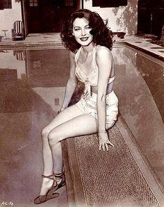 Pocas actrices han tenido el glamour y la elegancia natural que poseía Ava Gardner, tanto dentro como fuera de la pantalla y que no siemp...