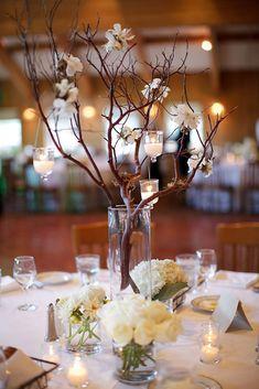 Litt mer høstfarger så passer det perfekt til høstbryllup Unique Centerpieces, Rustic Wedding Centerpieces, Wedding Flower Arrangements, Flower Centerpieces, Wedding Flowers, Wedding Decorations, Table Decorations, Wedding Bride, Manzanita Centerpiece