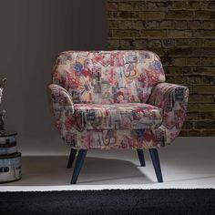 Para dar um toque especial na decoração da sala de estar e ainda garantir muito conforto no ambiente, as poltronas são uma ótima opção!