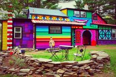 Looking for exterior house colors? This slideshow of some wacky paint colors will help you choose your exterior house colors without making mistakes. Pintura Exterior, Pintura Hippie, Rainbow House, Rainbow Garden, Old Home Remodel, New York Homes, Colourful Buildings, Colorful Houses, Purple Houses