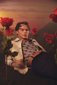 Retouching for Crowns & Owls featuring Charlie Heaton in this Flaunt Magazine cover story. Stranger Things Actors, Stranger Things Funny, Flaunt Magazine, Pretty People, Beautiful People, Cover Shoot, Charlie Heaton, Jonathan Byers, Actor