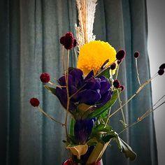 #お月見 #菊 #ピンポンマム  #ピンポンマム可愛い  #ピンポン菊  #丸い菊の花  #満月 #すすき  #ききょう  #秋の花束 It Works, Illustration, Plants, Illustrations, Flora, Plant