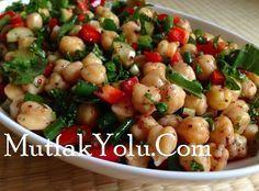 Harika Nohutlu Yeşil Salata tarifimiz bugün sizlerle. Oldukça besleyici olan bu salatamızı diyet yapanlar da bu lezzetli ve sağlıklı salatayı, akşam yemeği olarak tercih edebilirler. Nohutlu Yeşil Salata Malzemeler 5 yemek kaşığı nohut Yarım demet roka 4 adet cherry domates 4 yemek kaşığı yeşil mercimek Çeyrek demet maydanoz Yarım kıvırcık Yarım lolorosso Çeyrek limonun suyu […]