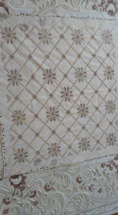 Duvak Cross Stitch, Quilts, Blanket, Rugs, Home Decor, Dots, Farmhouse Rugs, Punto De Cruz, Decoration Home