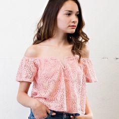 HP x 3 💕✨ Off the shoulder lace top • 🌸 🆕🆕🆕 April Spirit Tops Crop Tops