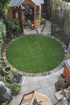 Pin By Valeria R Lefkowitz On Garden In 2020 Small Gardens Small Garden Garden Design